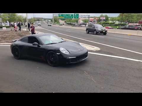 Efektowny wyjazd nowiutkim Porsche z salonu