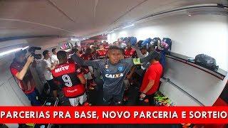 """#BSFNews é um quadro para falar sobre as principais noticias do Flamengo no dia. Hoje falamos sobre:Paródia """"Quero Título"""": https://youtu.be/M_IES_8YKw8Flamengo negocia ação de primeiro mundo para a educação dos #GarotosDoNinho: https://goo.gl/8obZSnVeja detalhes do novo patrocínio do Flamengo: https://goo.gl/hhFhXSAinda rolou o sorteio de uma camisa oficial do Flamengo autografada e dos livros Isso aqui é Flamengo 2001 e Bíblia do Flamengo.-----------Dê um like no vídeo, compartilhe e assine nosso canalE-mail: contato@serflamengo.com.brBlog: http://serflamengo.com.brTwitter: https://twitter.com/BlogSerFlamengoFacebook: https://www.facebook.com/blogserflamengoInstagram: https://instagram.com/blogserflamengo/YouTube: https://www.youtube.com/BlogSerFlamengo"""