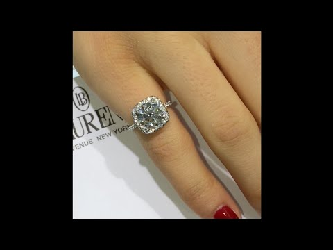 Round Brilliant cut Diamond Engagement Ring in Cushion Halo