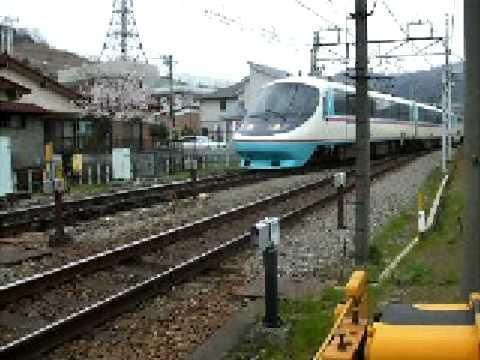 小田急線から分かれて御殿場線に入る「あさぎり号」