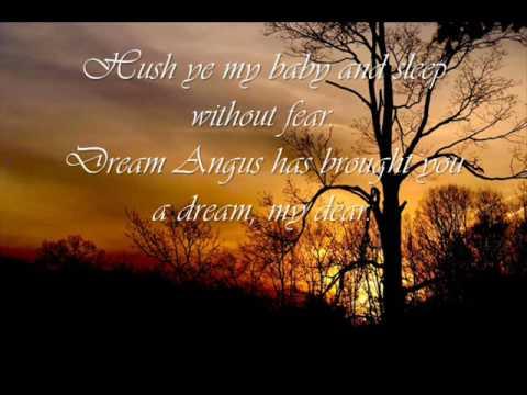 Tekst piosenki Annie Lennox - Dream Angus po polsku