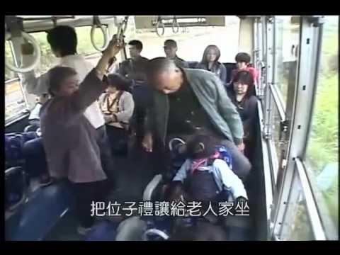 Đười ươi dắt chó đi xe bus :))