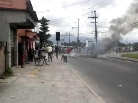 IMBARIÊ-TV! População protesta contra a falta de luz em Santa Lúcia 07-12-2013 parte 2.