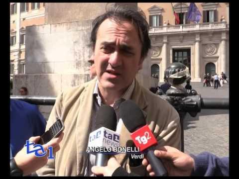 PIU' RINNOVABILI: FLASH MOB DEI VERDI A MONTECITORIO