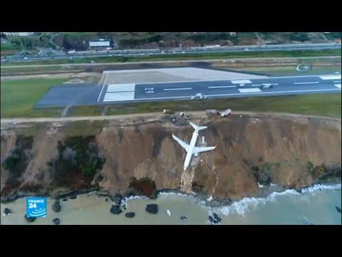 العرب اليوم - شاهد: انحراف طائرة تركية عن مدرجها في مدينة ساحلية
