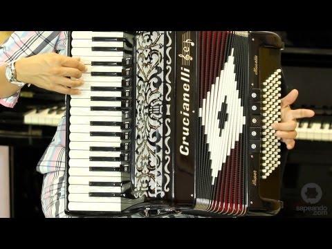 aprender a tocar acordeon - En este vídeo de la serie para aprender a tocar el acordeón , Vanesa te ayudará a terminar de aprender tu primera melodía, tocándola con ambas manos a la vez...