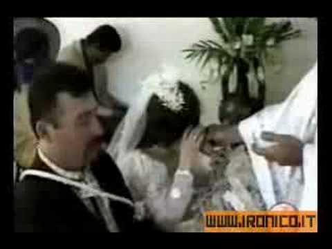 sposa perde la dentiera durante il matrimonio!