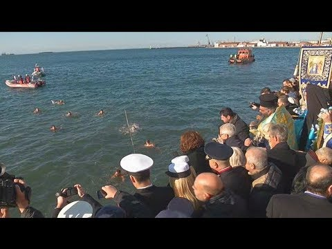 Με λαμπρότητα τελέστηκε ο αγιασμός των υδάτων στη Θεσσαλονίκη