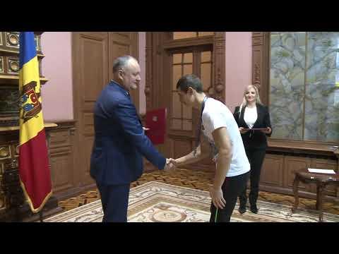 Igor Dodon a înmînat Diplome de Onoare unui grup de sportivi