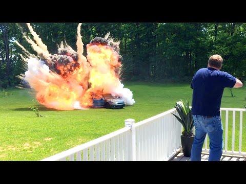 這個婆婆把車子借給孫兒,但這個不孝孫竟然把奶奶的汽車給炸了!