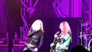 LITA FORD: Queens of Noise (Featuring Cherie Currie) (live)