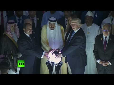 RAW: Internet freaks out after Trump & King Salman pose at 'magic orb' in weird moment