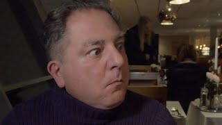 Makłowicz próbuje kiszonego szwedzkiego śledzia (Surströmming) w restauracji