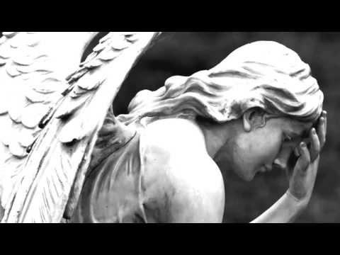 E.S. Posthumus -Selisona Pi ft. Luna Sans
