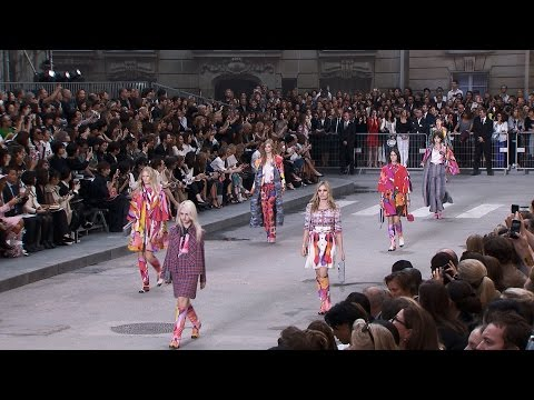 Chanel - More on http://chanel-news.com/-spring-summer-2015-rtw Full film of the CHANEL Spring-Summer 2015 Ready-to-Wear fashion show that took place on September 30t...