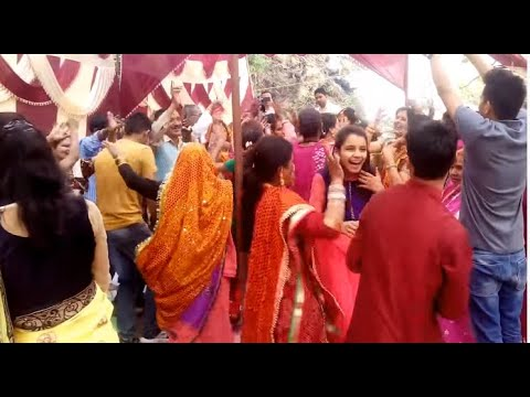 Video Kumauni Marriage ( Hema hun prodana) download in MP3, 3GP, MP4, WEBM, AVI, FLV January 2017