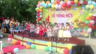 sophie-and-classmates-reciting-a-poem-for-end-of-school-year