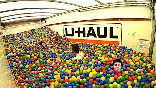 Video 1,000,000 Ball Pit Balls in a Moving Truck! (CRAZY) MP3, 3GP, MP4, WEBM, AVI, FLV September 2019