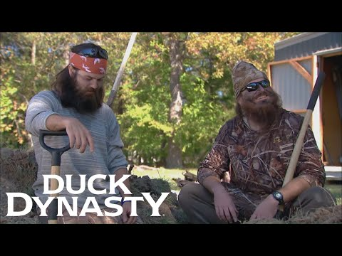 Duck Dynasty: Willie Digs for Buried Treasure (Flashback) | Duck Dynasty