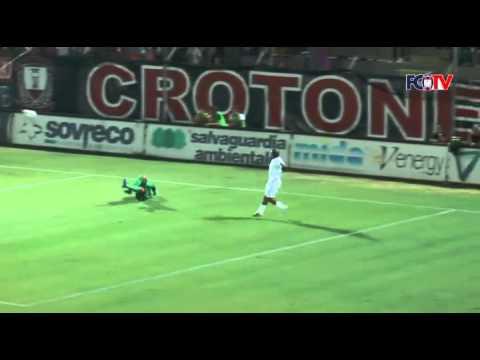 Tim Cup, Crotone-Latina 2-0. Doppio Pettinari