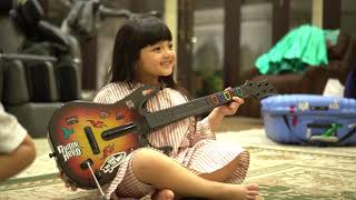 Video LUCUNYA QUEEN ARSY MAIN GITAR BARENG DIVA INDONESIA MP3, 3GP, MP4, WEBM, AVI, FLV Desember 2018