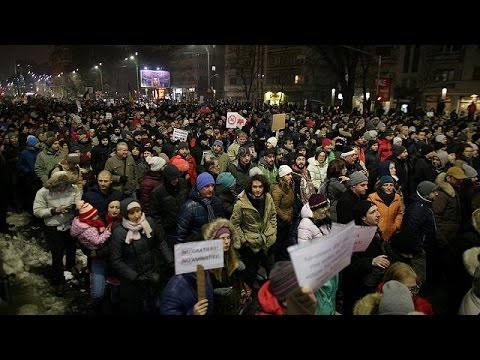 Ρουμανία: Αντιπολιτευτική διαδήλωση με «γκεστ σταρ» τον πρόεδρο Γιοχάνις