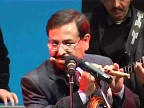 Video Muktesh Chander playing flute