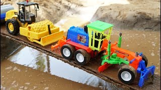 Video รถก่อสร้างทำถนนข้ามแม่น้ำ | รถดั้ม รถแม็คโคร รถบดถนน รถเกรด download in MP3, 3GP, MP4, WEBM, AVI, FLV January 2017