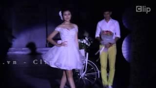 """Huy Khánh """"tỏ tình"""" với vợ trên sân khấu"""