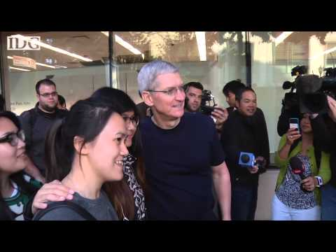 Apple store - Apple CEO Tim Cook walked a line of hundreds of people queuing up for the new iPhone 6 at the Apple Store in Palo Alto on Friday morning. He shook hands and posed for selfies before swinging...