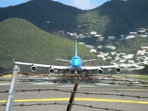 Crazy St. Maarten 747 Takeoff