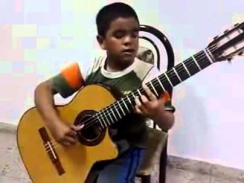 Niño Tocando Titanic Con Guitarra