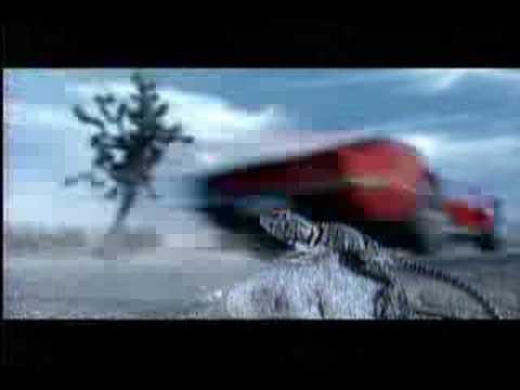 Bud Light Werbung - Der Typ in dem Video gibt ordentlich Gas um seiner Freundin den Lippenstift hinterher zu fahren. Schade nur, dass diese nette Gehste nicht...