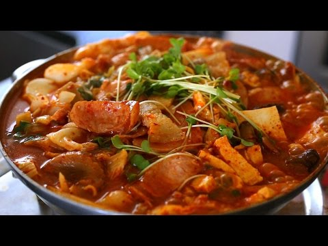 army - Full recipe: http://www.maangchi.com/recipe/budae-jjigae Hello everybody! Today I'm showing you the recipe for a much-requested dish: Budae-jjigae a.k.a