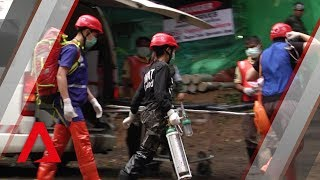 Video Thai cave rescue: Taking the first four boys to safety MP3, 3GP, MP4, WEBM, AVI, FLV Maret 2019