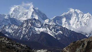 Everest'te mahsur kalan dağcılar tahliye edilmeye başlandı
