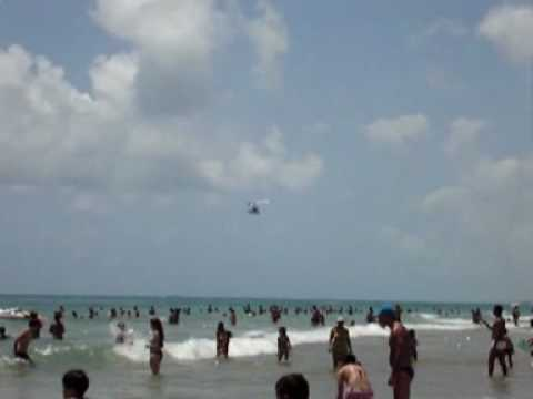 Ultraleve decolando na Praia do Francês, Maceió-AL