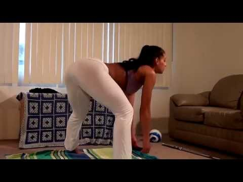 Sexy Big Booty Girl Shows Awesome Home Workout