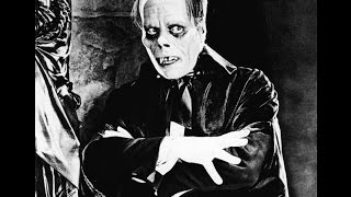 A 1925 film adaptation of the novel by Gaston Leroux, this silent film version stars the infamous Lon Chaney as the Phantom. Une adaptation de film 1925 du ...