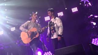Nick Jonas Joe Jonas Feliz Navidad Jingle Ball 12/19/2015