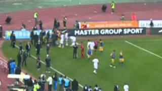 Bari - Parma 0-1 Rissa In Campo E Nervosismo Alle Stelle 14 11 2010.mpg
