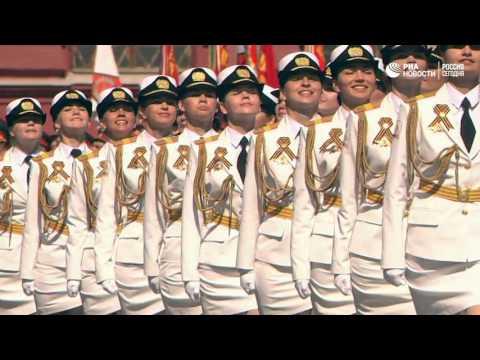 Главным оружием на параде 9 Мая стала путинская «армия в мини-юбках».