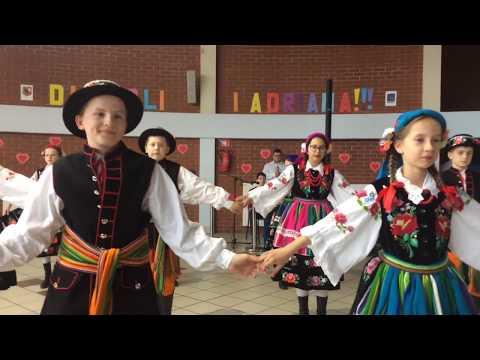 Wideo1: Polonez w wykonaniu Zespołu Tańca Ludowego Moraczewo podczas festynu w SP13