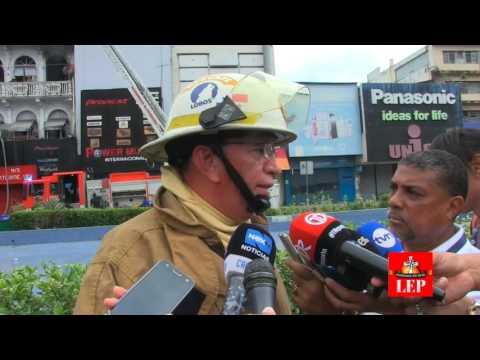 Incendio en un inmueble frente a la plaza 5 de Mayo.