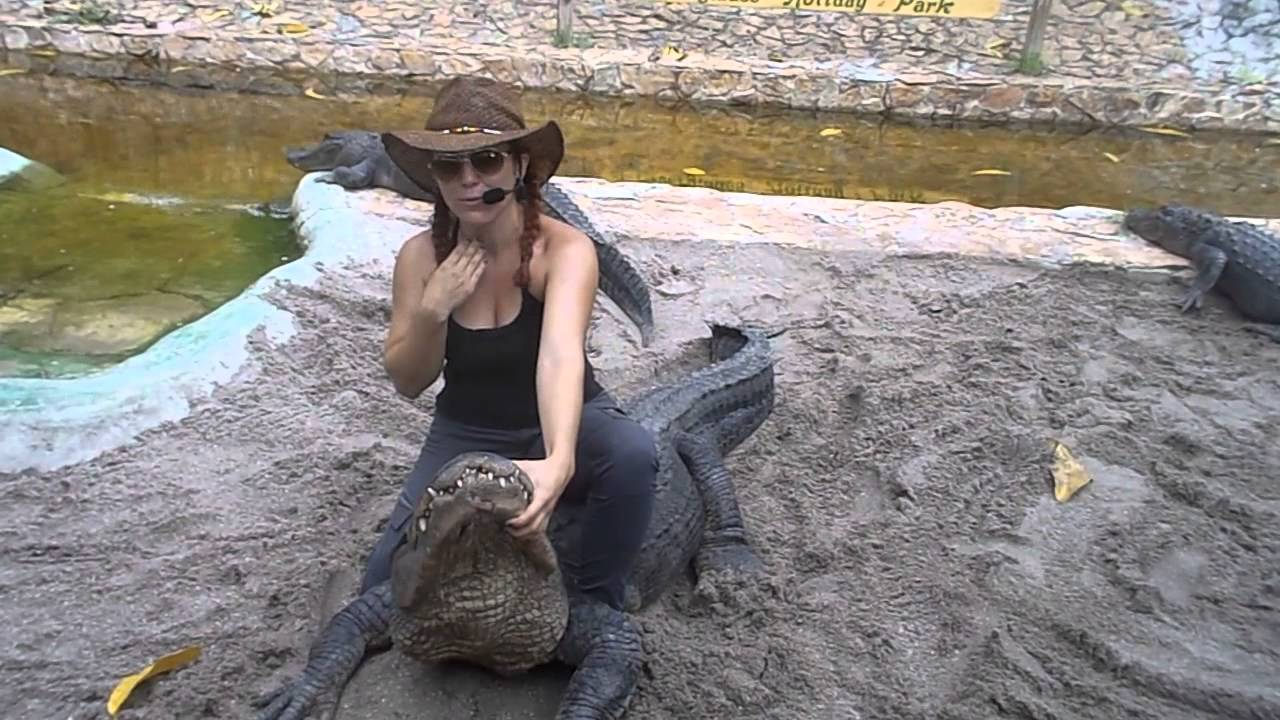 ❤ Alligator Wrestling (Must watch!) by Young Girl at Everglades Alligator Show