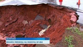 Em Quintana, chuva forma cratera e ameaça rodovia SP-924
