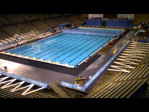 mondiaux de natation 2013 la spectaculaire transformation du palau sant jordi en piscine. Black Bedroom Furniture Sets. Home Design Ideas