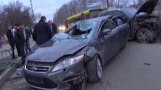 Video Родной брат губернатора Самарской области протаранил автомобиль на перекрестке MP3, 3GP, MP4, WEBM, AVI, FLV November 2017