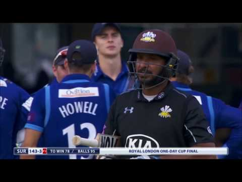 Mahela Jayawardena takes a superb catch to dismiss Chris Jordan