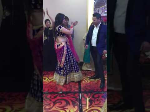 Romantic Couple Dance On Gallan Mithiyan